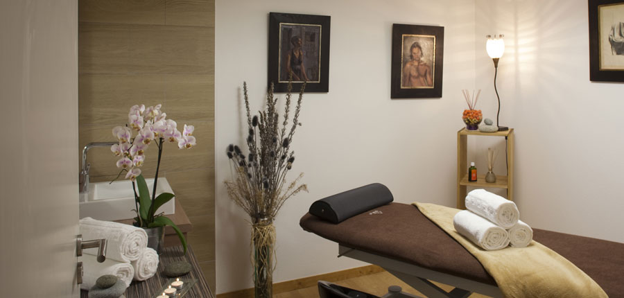 France_AlpedHuez_Hotel_Alpenrose_massage_room.jpg